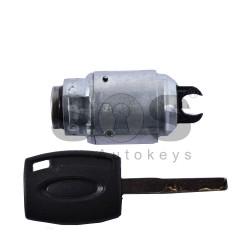 Ключалка за преден капак за Ford HU 101