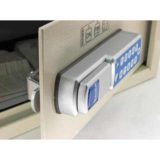 Сейф с електронна брава